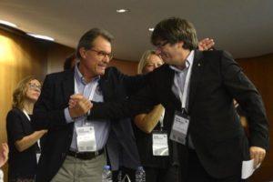 Athur Mas et Carles Puigdemont dans un fichier image SANTI COGOLLUDO